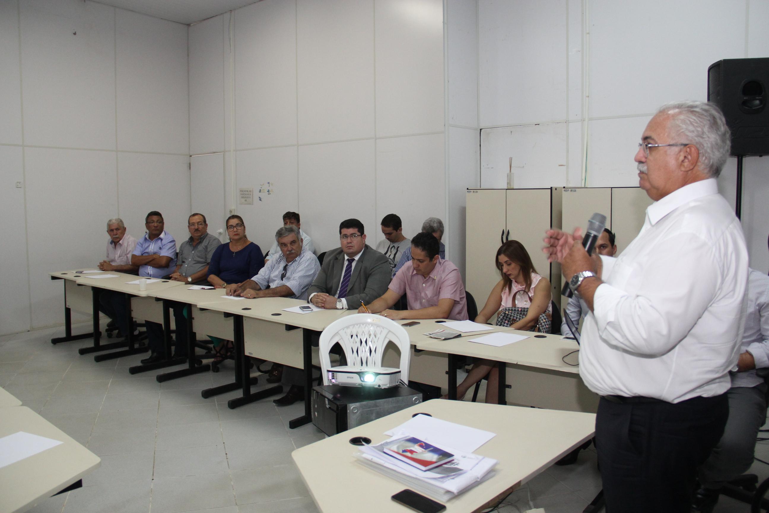 Teófilo apresentou os projetos estruturantes aos empresários e entidades de classe