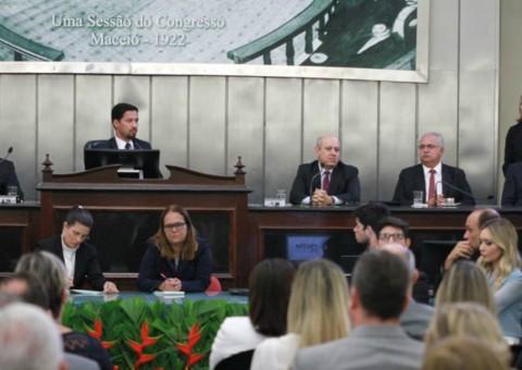 Rogério Teófilo representa prefeitos alagoanos