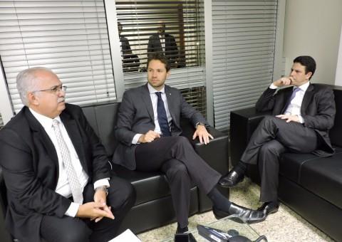 Prefeito Rogério Rófilo, Deputado Federal Pedro Vilela, e Ministro das Cidades, Bruno Araújo