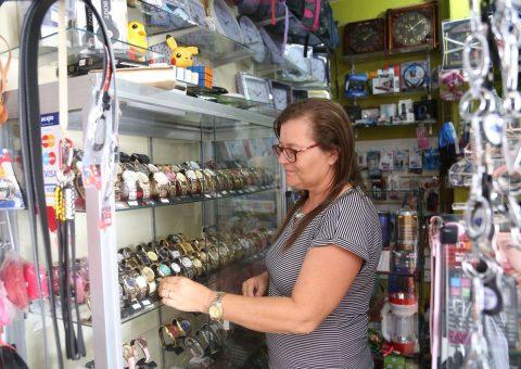 Denise Variedades oferece relógios a preços competitivos. Foto: Lucas Ferreira