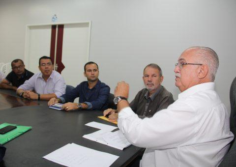 Reunião aconteceu na sala de reuniões do Centro Administrativo Municipal