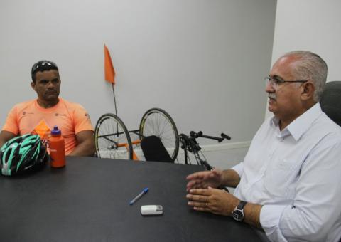 Marcos relatou suas experiências ao prefeito Rogério Teófilo