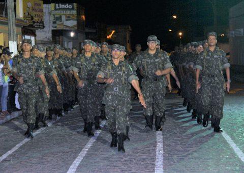 Tropa do Tiro de Guerra 07/015 durante desfile de apresentação (Fotos: Genival Silva)