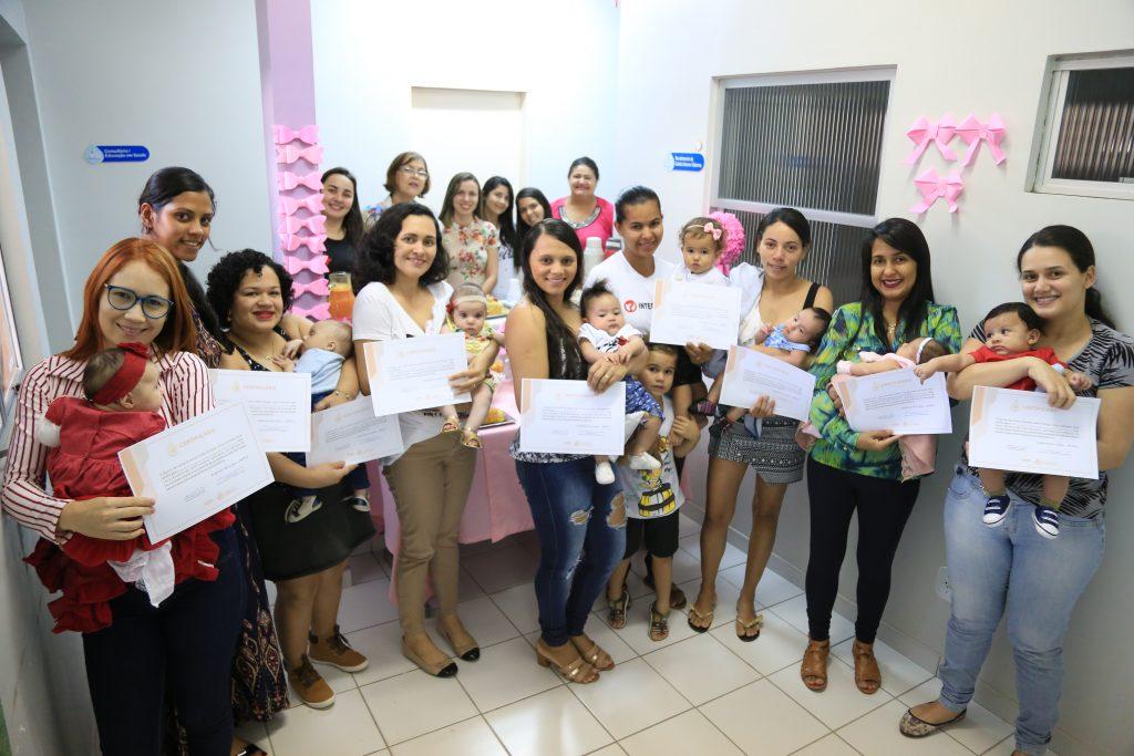 Doadoras de leite humano ganham certificado durante chá da tarde (Foto: Lucas Ferreira)