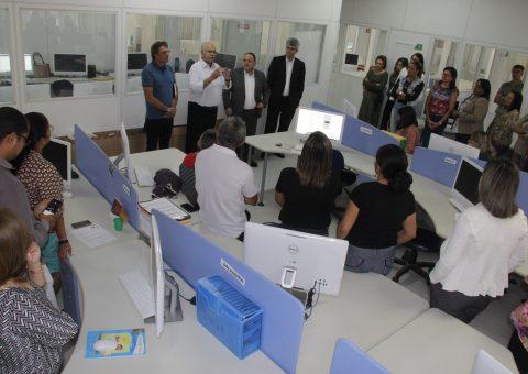 Prefeito visita secretaria de Educação e reafirma seu compromisso com a pasta. (Foto: Samuel Alves)