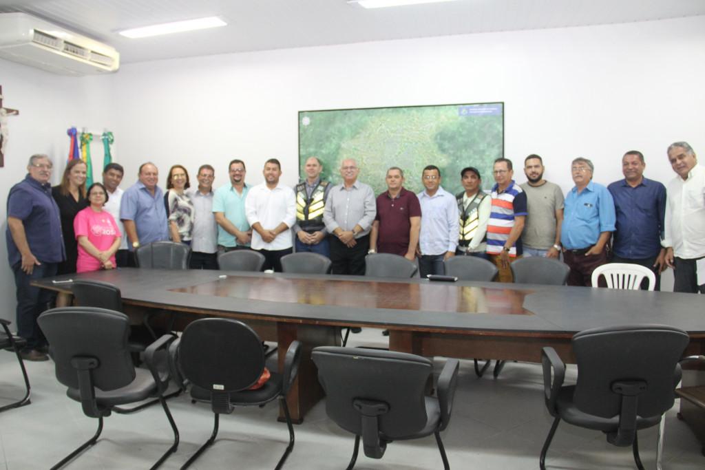 Além dos representantes dos sindicatos, também esteve presente à solenidade parte da Câmara de Vereadores de Arapiraca (Foto: Samuel Alves)