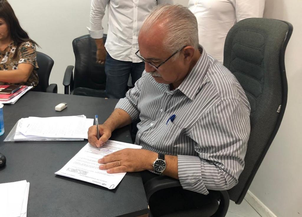 Assinatura do decreto